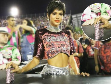Detalhe charmoso! Bruna Marquezine carrega cantil de strass com próprio drink na balada