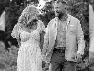 Jacqui Ainsley comemora nove anos de casamento com o cineasta Guy Ritchie, ex de Madonna