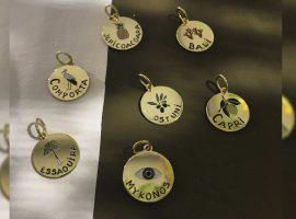 Desejo do Dia: as medalhas que vão ajudar a escolher seu próximo destino da marca francesa Par Coeur