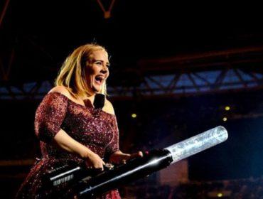 Divórcio será assunto de Adele em novo álbum e cantora já está em busca de um namorado americano. Eita!