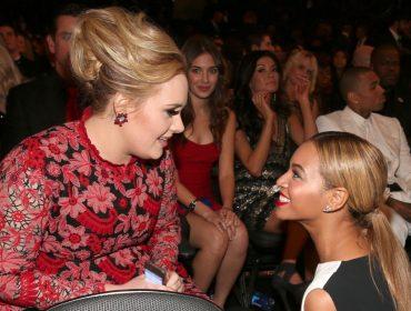 Adele vai à loucura ao saber de especial da Netflix com Beyoncé e compartilha reação