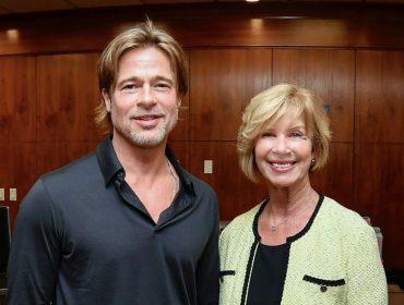 Ops… Brad Pitt fala demais em audiência pública e é cortado por funcionária. Assista ao vídeo!