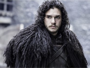 "Kit Harington, o Jon Snow de ""Game of Thrones"", completa 33 anos com fortuna conquistada graças ao personagem. Quanto?"