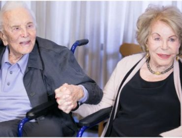 Aos 102 anos, Kirk Douglas celebra o 100º aniversário da mulher, Anne Buydens