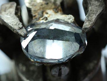 Diamante azul descoberto em Botswana pode superar o icônico Hope Diamond, avaliado em mais de R$ 1 bi