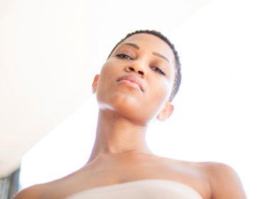 Nova queridinha da turma mais antenada, a cantora Luedji Luna fala sobre beleza com a Revista J.P