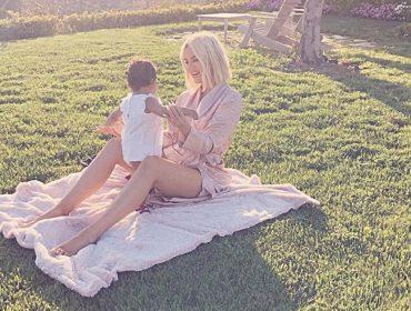Khloe Kardashian faz retrospectiva emocionante para comemorar primeiro ano da filha True