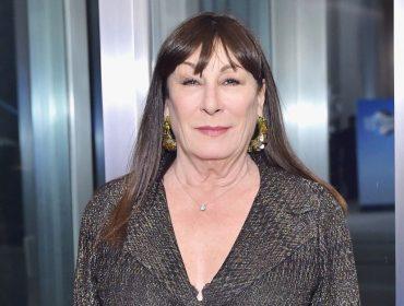 Após entrevista bombástica na qual detonou Diane Keaton e De Niro, Anjelica Huston se desculpa