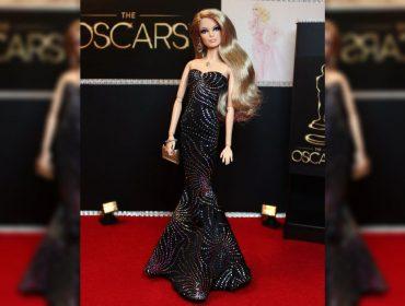 Jennifer Lopez vai dividir os holofotes com a Barbie no próximo gala do CFDA. Vem saber!