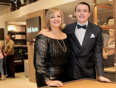 Abertura do novo showroom da DellAnno teve pocket show de Miranda Kassin e André Frateschi