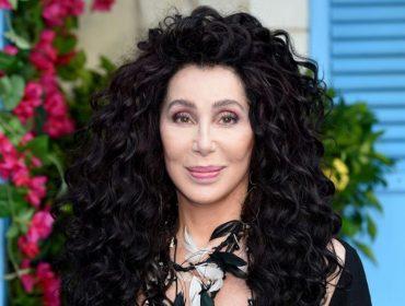 5 motivos que provam porque Cher continua poderosíssima no dia em que a cantora faz 73 anos