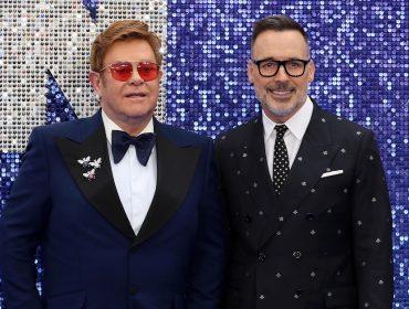 """Marido de Elton John revela que ficou """"aterrorizado"""" quando assistiu """"Rocketman"""" ao lado do cantor"""