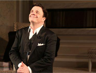 """Um dos reis da Broadway, Nathan Lane xinga plateia que não lhe dá atenção: """"Vocês são rudes"""""""