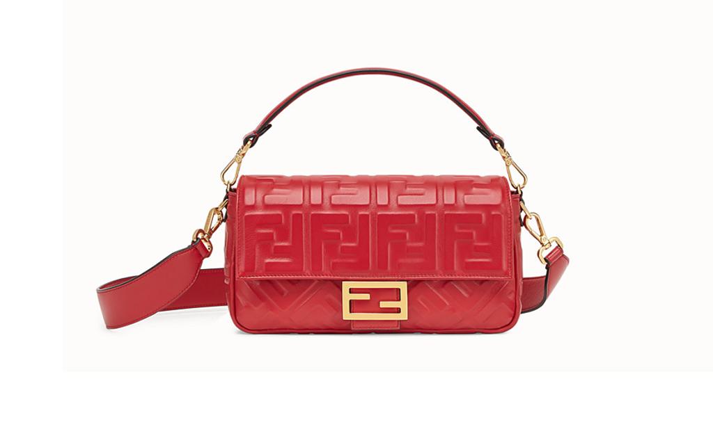 e9f611685 As bolsas estilo 'baguette' já viraram um clássico da moda, do tipo 'tem  que ter' no closet. E se você está com dificuldades para encontrar uma para  chamar ...