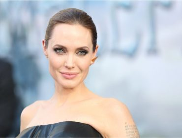 Angelina Jolie completa 44 anos como uma mulher sem raízes e Glamurama entrega seus endereços pelo mundo