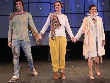 Estreia da peça 'Simples Assim' reúne turma de famosos no Rio