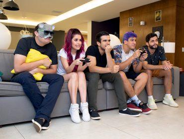 A PODER invadiu a mansão Gameland, no Rio, onde vivem cinco youtubers especializados em games