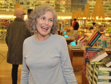 """Irene Ravache faz leitura de nova versão do livro """"Memorando"""""""