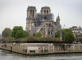 Notre-Dame terá sua primeira missa depois de dois meses do trágico incêndio. Quando?