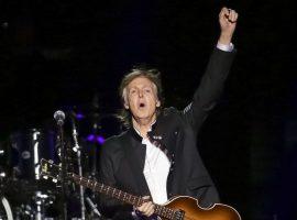 """Paul McCartney faz 79 anos e Glamurama lista 5 motivos que explicam porque ele continua """"cool"""" e relevante"""