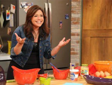 Rachael Ray, que ganhou fama nos EUA com programas culinários, revela que comia minhocas na infância. Oi?