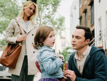 A vida depois de 'The Big Band Theory': Jim Parsons estreia como pai de criança trans em novo filme