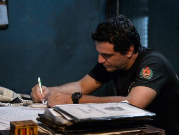 """Rodrigo Lombardi se despede da segunda temporada de """"Carcereiros"""": """"Aprendi sobre a esperança, numa série sobre a falta dela"""""""