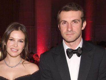 Dasha Zhukova, que já foi casada com o bilionário Roman Abramovich, está noiva do ex de Paris Hilton