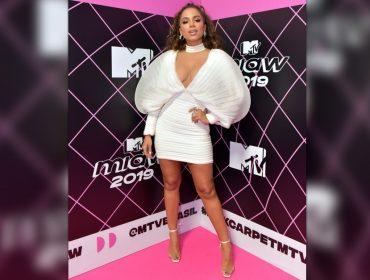 Vestido bafônico usado por Anitta está em promoção. Corre que dá até para parcelar…