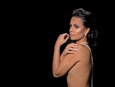 """No Brasil para apresentação de """"Rigoletto"""", a soprano Carla Cottini critica a falta de incentivo à arte: """"É cavar a cova do país"""""""