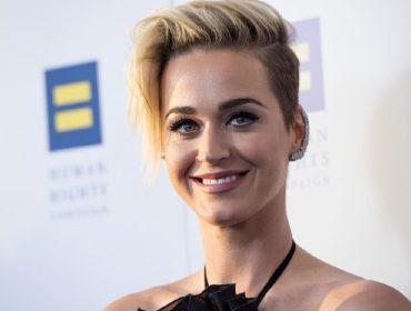 """Sem pudores, Katy Perry revela o segredo de sua cútis perfeita: """"Eu faço muitos enemas"""""""