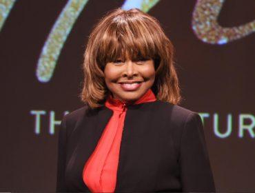 """Tina Turner fala sobre o suicídio de seu filho mais velho há um ano: """"Sinto a presença dele"""""""