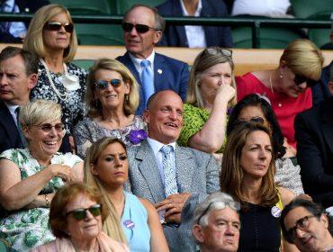Com caras e bocas, Woody Harrelson rouba a cena em Wimbledon e vira meme nas redes sociais