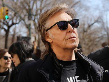 """Paul McCartney vai adaptar clássico """"A Felicidade Não Se Compra"""" para os palcos. Aos detalhes!"""