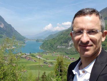 Onde está a felicidade? Especialista da Harvard Tal Ben-Shahar explica que chegar ao topo talvez não seja a melhor maneira de ser feliz