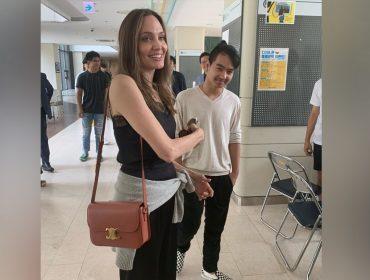 Angelina Jolie se emociona ao se despedir do filho mais velho, Maddox, que vai estudar na Coréia do Sul. Play!