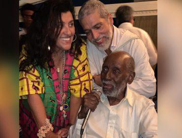 Regina Casé arma festa para comemorar 51 anos do marido, Estevão Ciavatta, e homenagear Nelson Sargento