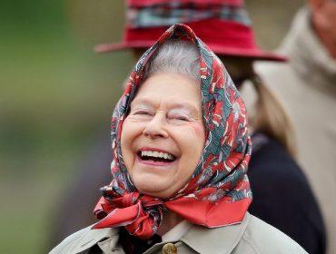Trocas de trajes constantes e mais: Nem nas férias a rainha Elizabeth II libera os parentes de cumprir certas regras