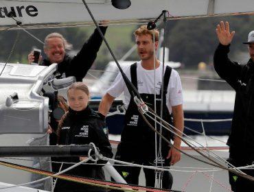 Olha quem está no barco da ativista Grace Thunberg: Pierre Casiraghi, príncipe de Mônaco!