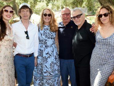 Mick Jagger rouba a cena em festa organizada na vinícola de Rupert Murdoch, atual marido de sua ex Jerry Hall