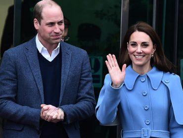 Ao contrário do irmão, que só viaja de jatinho, o príncipe William foi em avião de carreira para a Escócia