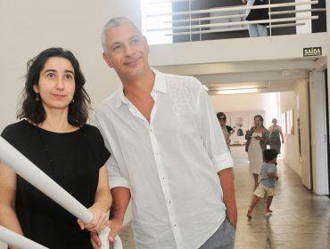 """Lia Chaia faz abertura da mostra """"Febril"""" Galeria Vermelho"""
