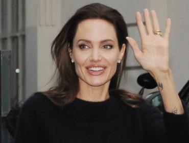 De acordo com site americano, Angelina Jolie está pronta para adotar seu sétimo filho