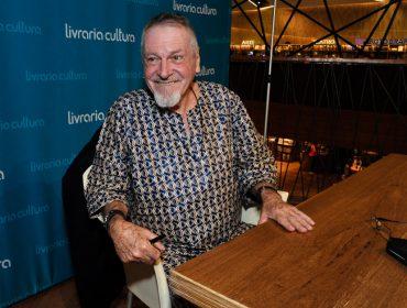 """Antonio Bivar faz noite de autógrafos do novo livro autobiográfico """"Perseverança"""""""