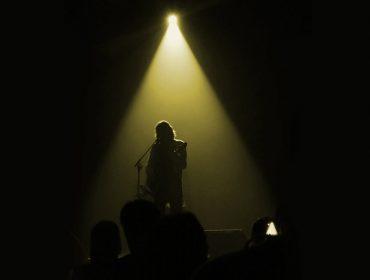 Show de Lenine 'voz e violão' é rara oportunidade de curtir o talento do artista de forma profunda. Glamurama assistiu…