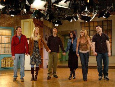 """Nos 25 anos da estreia de """"Friends"""", veja os números (e as cifras) que evidenciam o fenômeno que foi a sitcom"""