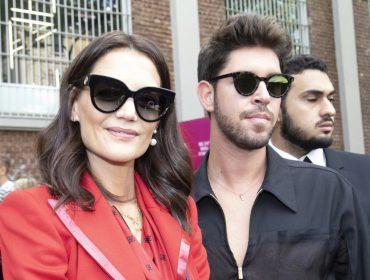 Recém-separada, Katie Holmes é vista em Milão na companhia de homem misterioso