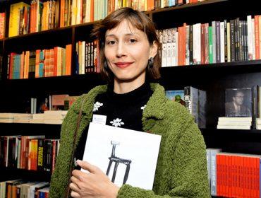 Guto Requena lança seu primeiro livro na Livraria da Vila da Lorena, em São Paulo