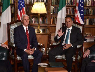 Encontro do vice-presidente dos EUA com o líder gay da Irlanda gerou desconforto nos dois países