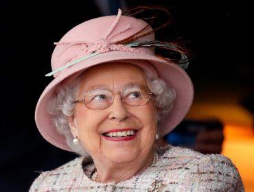 Rainha Elizabeth II abre mão da dieta durante as férias e se rende ao fast food. Vem saber!